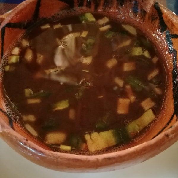 Consomé, tostada de jaiba, tostada de pulpo enamorado, taco gobernador, agua Chile preparado...