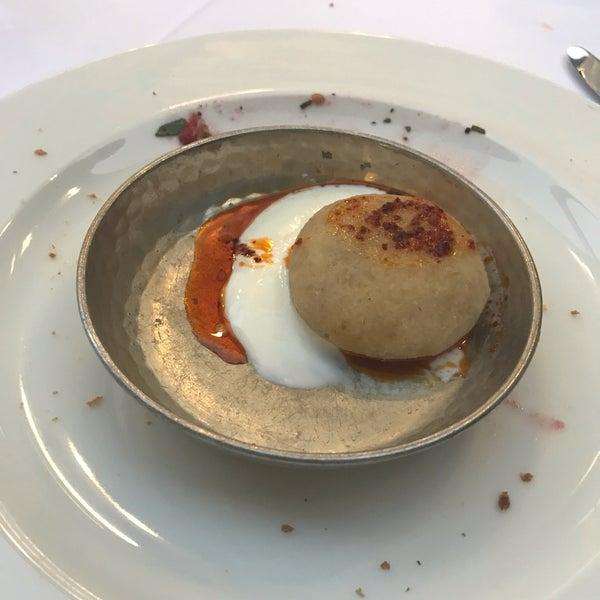 Das Foto wurde bei Seraf Restaurant von Feyyaz Bartin am 8/18/2019 aufgenommen