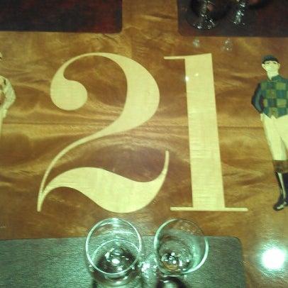 10/27/2012 tarihinde Christopher M.ziyaretçi tarafından 21 Club'de çekilen fotoğraf