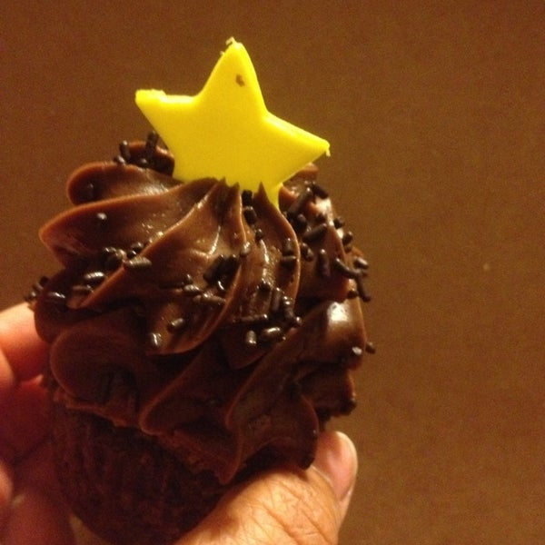 10/13/2013 tarihinde Kristi P.ziyaretçi tarafından Gigi's Cupcakes'de çekilen fotoğraf
