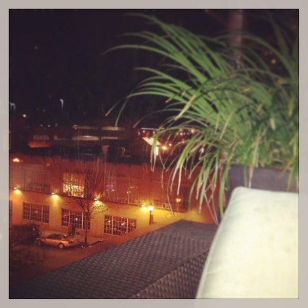 Снимок сделан в Solas Lounge & Rooftop Bar пользователем Sam M. 3/2/2013