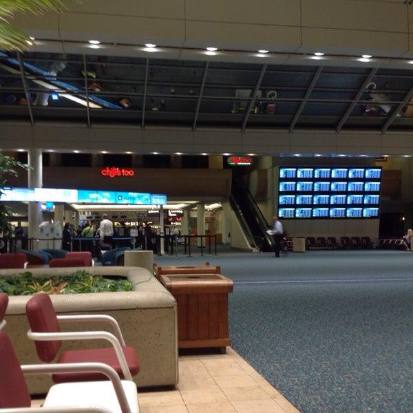 Foto tirada no(a) Aeroporto Internacional de Orlando (MCO) por Erika L. em 9/23/2013