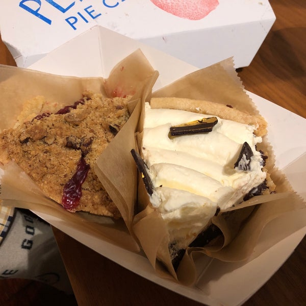 Foto diambil di Petee's Pie Company oleh Julie C. pada 3/2/2019