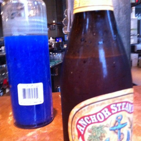 Foto diambil di Subeez Cafe Restaurant Bar oleh Barnacle A. pada 2/24/2013