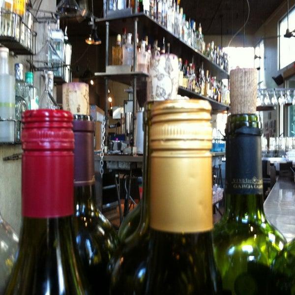 Foto diambil di Subeez Cafe Restaurant Bar oleh Barnacle A. pada 3/3/2013