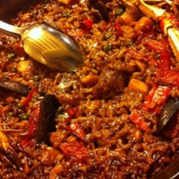 รูปภาพถ่ายที่ Plan B Spanish Resto โดย Giovanni A. เมื่อ 2/26/2013