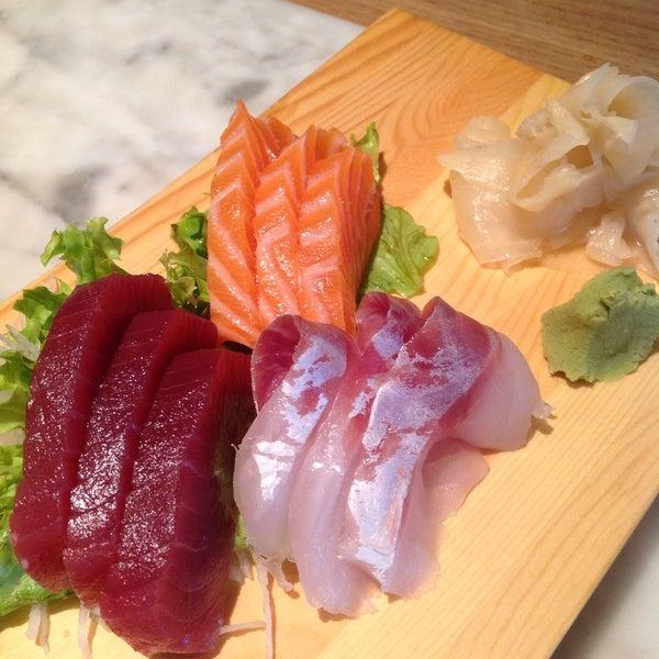 รูปภาพถ่ายที่ Yada Sushi โดย Serdar😋 O. เมื่อ 1/31/2015