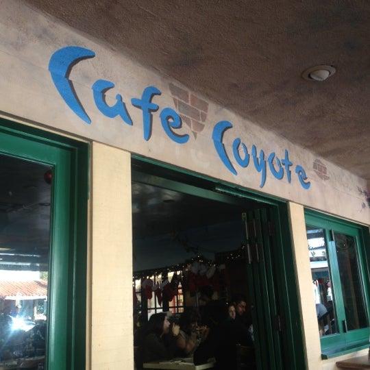 รูปภาพถ่ายที่ Cafe Coyote โดย Jose U. เมื่อ 12/9/2012