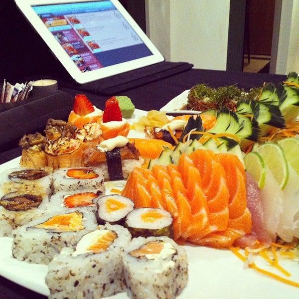 Foto tirada no(a) Himitsu Culinária Japonesa por Thiago M. em 11/24/2012