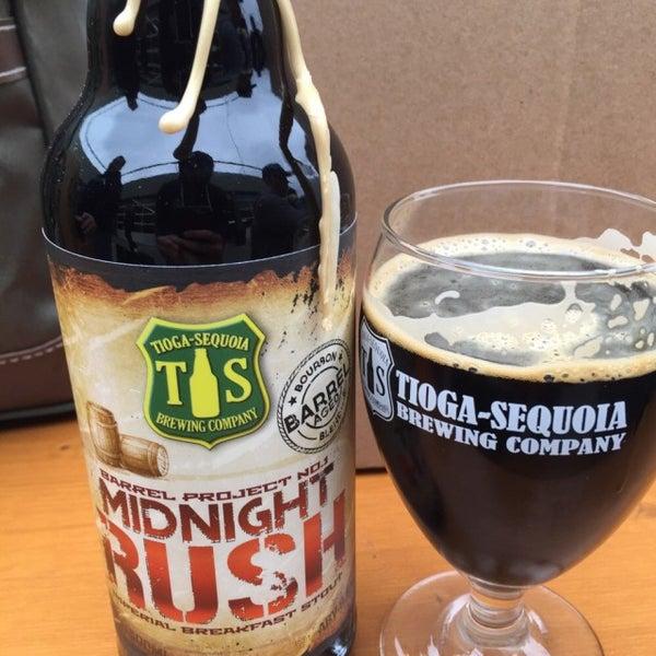 12/21/2014 tarihinde Chafic D.ziyaretçi tarafından Tioga-Sequoia Brewing Company'de çekilen fotoğraf