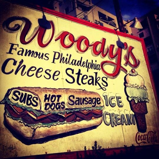 Foto scattata a Woody's Famous CheeseSteaks da Andy P. il 10/14/2012