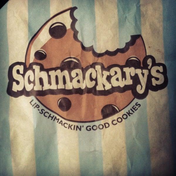 รูปภาพถ่ายที่ Schmackary's โดย Amanda เมื่อ 2/23/2013