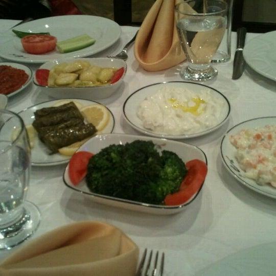 รูปภาพถ่ายที่ Endülüs Meyhanesi โดย Şeniz L. เมื่อ 3/9/2013