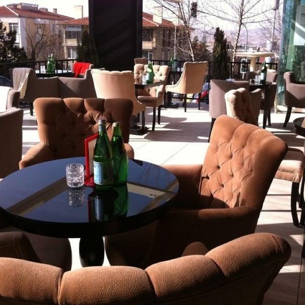 Baharı müjdeleyen güneşli günlerde muhteşem kahveleri keyifli müzikleriyle vazgeçilmeziniz olacak ;)