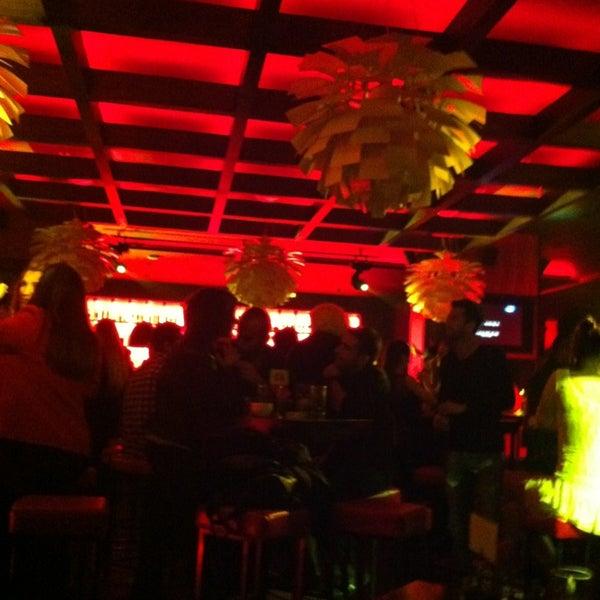 Foto tomada en Kalina Bar Restaurant por Müge el 1/26/2013
