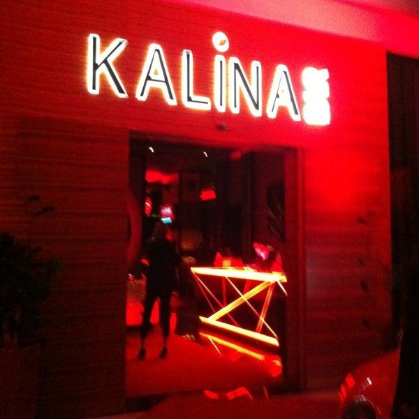 Foto tomada en Kalina Bar Restaurant por Müge el 2/9/2013