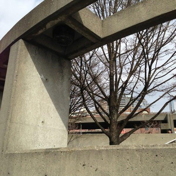 Das Foto wurde bei Waterfront Park von Jason B. am 3/15/2013 aufgenommen