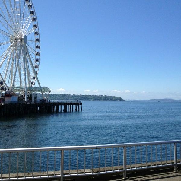 Das Foto wurde bei Waterfront Park von Aaron H. am 6/3/2013 aufgenommen