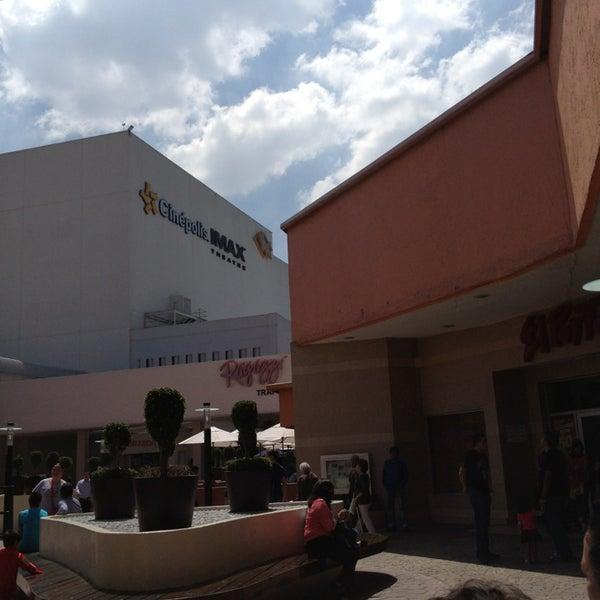 Снимок сделан в Plaza Universidad пользователем Yesica T. 10/13/2013