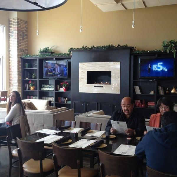 รูปภาพถ่ายที่ Brownstone Kitchen & Bar โดย Sh'Rhonda G. เมื่อ 3/3/2013