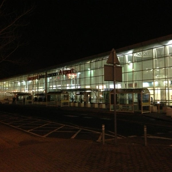 รูปภาพถ่ายที่ Liverpool John Lennon Airport (LPL) โดย Sergio G. เมื่อ 2/24/2013
