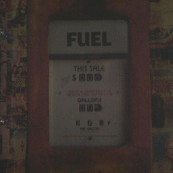 Foto diambil di Diesel Pub oleh Merve E. pada 3/1/2013