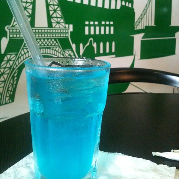 8/23/2013 tarihinde Michael M.ziyaretçi tarafından Café Euro Bar'de çekilen fotoğraf