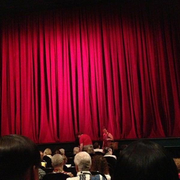 Photo prise au The Joyce Theater par Sagy M. le6/25/2013