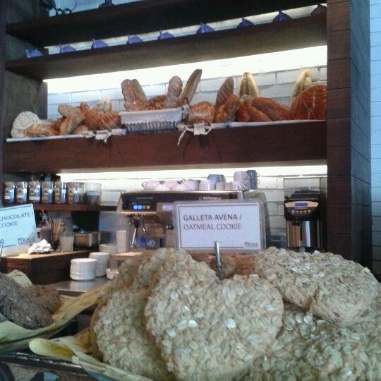 Foto tomada en Peponne Healthy Food & Bakery por P.Srz S. el 2/18/2013