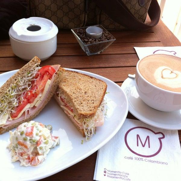 Foto tirada no(a) Momentto Café 100% Colombiano por KEPRC em 9/28/2013