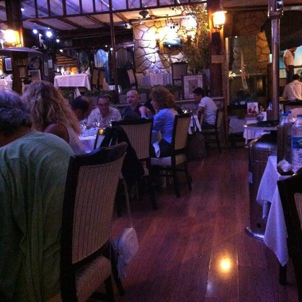 Foto tomada en Trilye Restaurant por Burcu E. el 7/19/2013