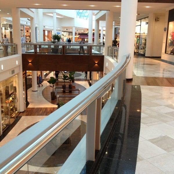 Foto tirada no(a) Shopping Crystal por Lau A. em 1/28/2013