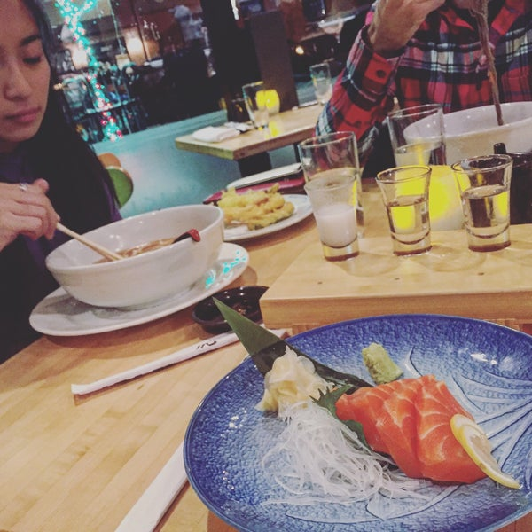 Foto scattata a Sushi Tora da Pei 👻 W. il 12/13/2015