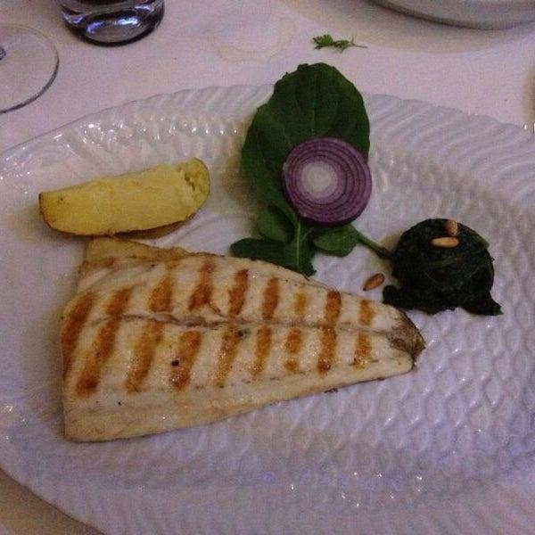 Foto tomada en Trilye Restaurant por s s. el 7/25/2013