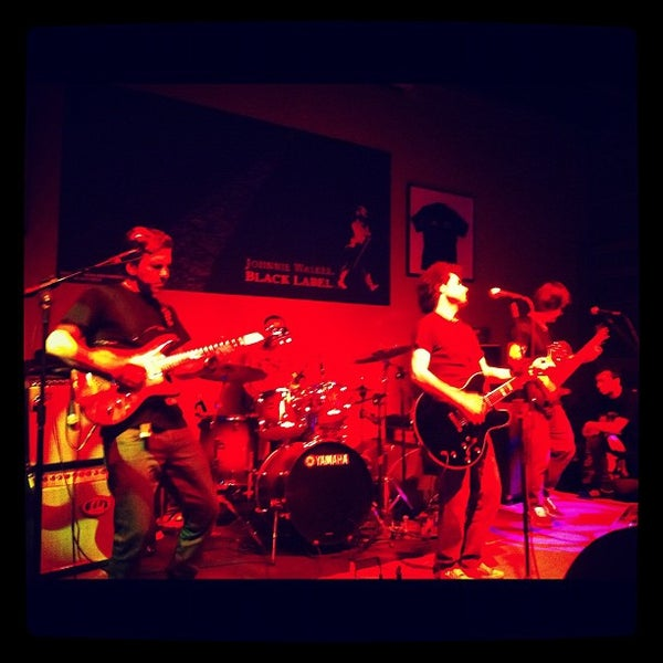 Foto tomada en Ozzie Pub por 👸 Michele T. el 10/13/2012