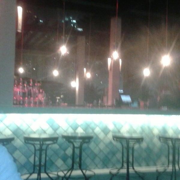 รูปภาพถ่ายที่ Maya Modern Mexican Kitchen + Lounge โดย Claudio C. เมื่อ 6/3/2013
