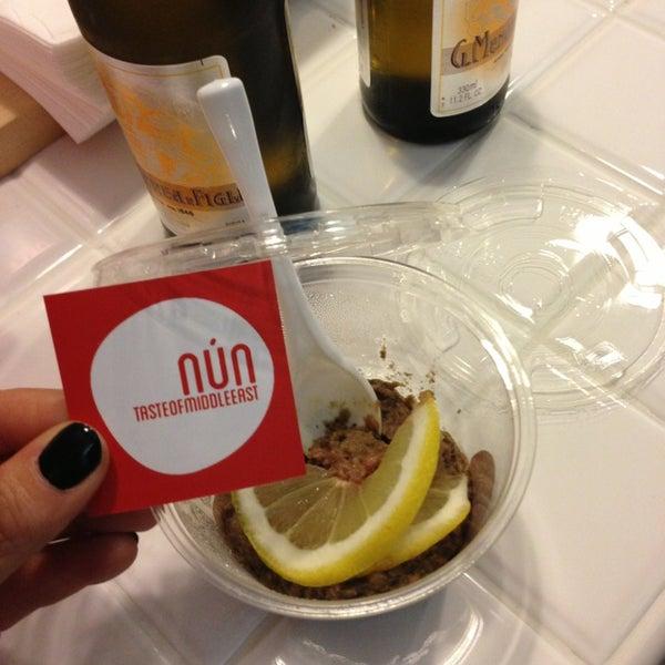 รูปภาพถ่ายที่ Nun - tasteofmiddleeast โดย Emilia R. เมื่อ 3/23/2013