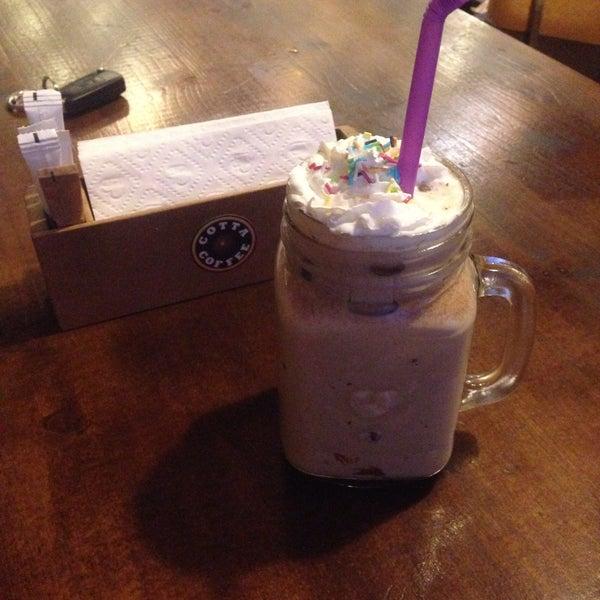 Foto tirada no(a) Cotta Coffee por Melike P. em 8/6/2016