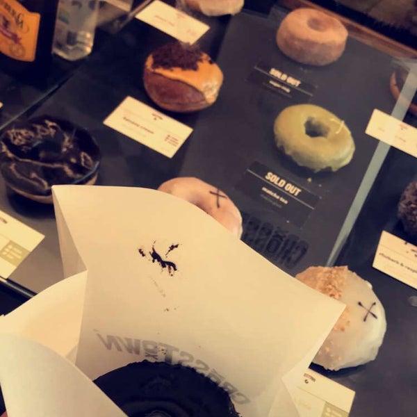 Foto diambil di Crosstown Doughnuts & Coffee oleh Ali pada 8/8/2018