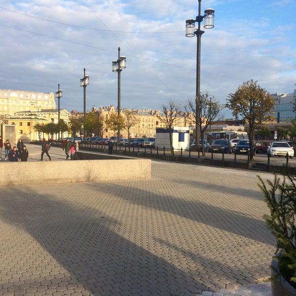 Снимок сделан в Сенная площадь пользователем Danila K. 10/23/2016