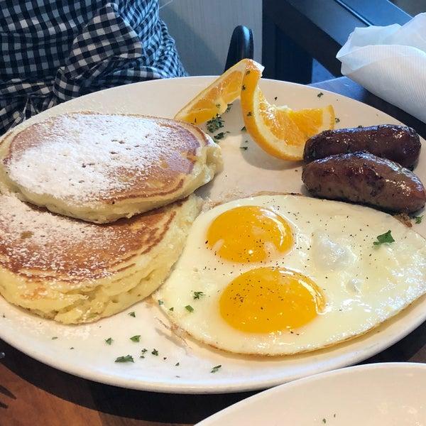 7/11/2018 tarihinde Max M.ziyaretçi tarafından Plums Cafe and Catering'de çekilen fotoğraf