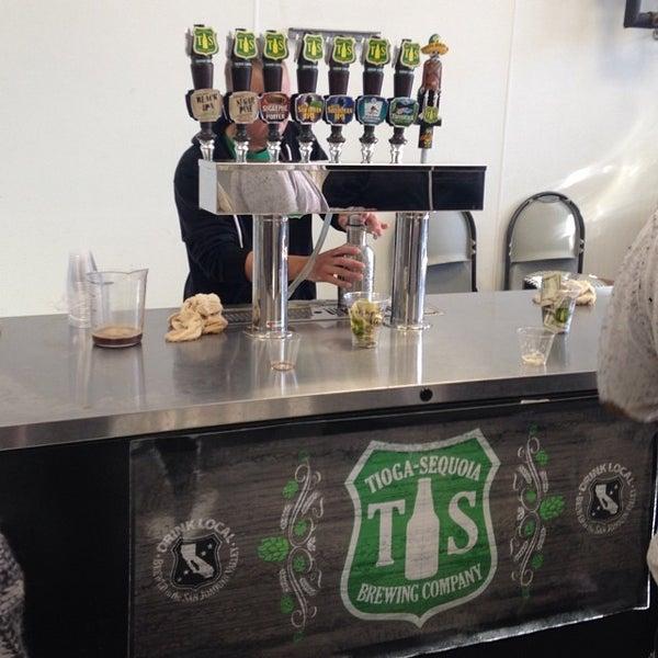 2/1/2014 tarihinde Sy O.ziyaretçi tarafından Tioga-Sequoia Brewing Company'de çekilen fotoğraf