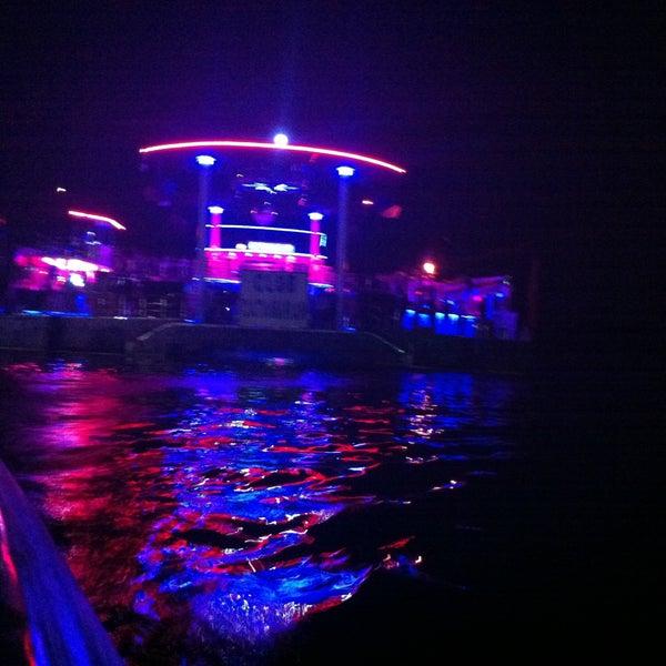 7/27/2013 tarihinde Çağatay K.ziyaretçi tarafından Club Catamaran'de çekilen fotoğraf