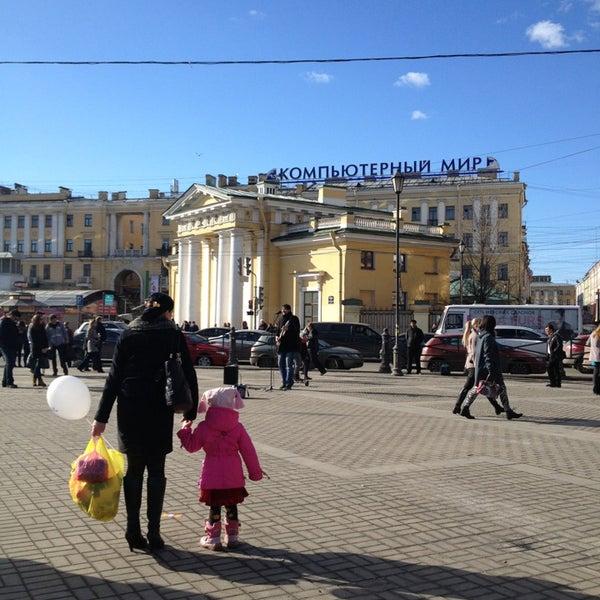 Снимок сделан в Сенная площадь пользователем Кристина🍭 К. 4/6/2013