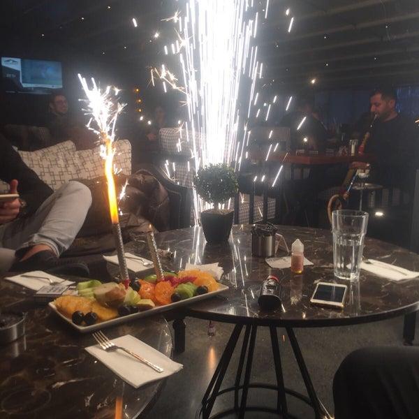 Das Foto wurde bei Social Roof FCM Cafe von Faruk Ş. am 12/22/2017 aufgenommen