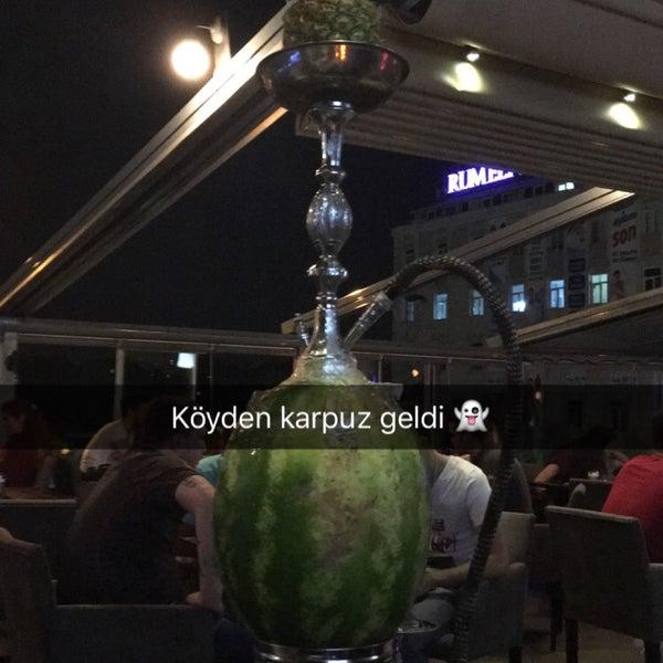 Das Foto wurde bei Social Roof FCM Cafe von Faruk Ş. am 6/20/2016 aufgenommen