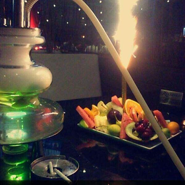 Das Foto wurde bei Social Roof FCM Cafe von Faruk Ş. am 6/26/2016 aufgenommen