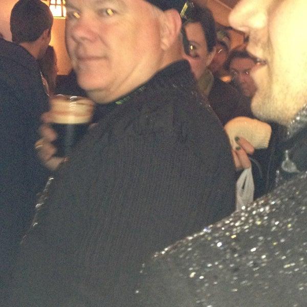 Das Foto wurde bei Luke's Bar & Grill von Kat am 3/16/2013 aufgenommen