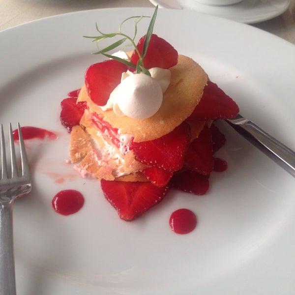 Das Foto wurde bei ORLY PARK Restaurant & Hotel von Anna K. am 7/5/2017 aufgenommen