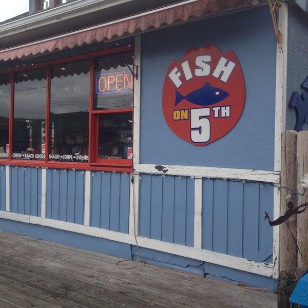 Снимок сделан в Fish On Fifth пользователем Carson C. 3/7/2014